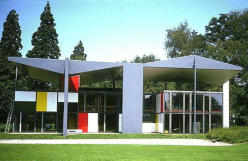 la exposicin sigue las premisas de le corbusier en cuanto a la escala huyendo de los espacios y buscando las medidas de su famoso modulor